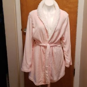 Bobbie Brooks Ladies Shorty Robe.